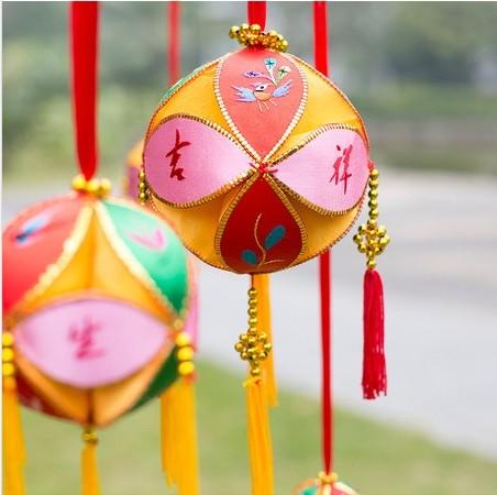 15CM广西绣球礼品批发,广西靖西手工绣球南宁专卖店